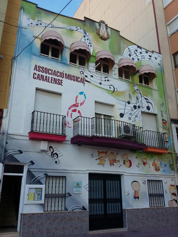 grafiti fachada 2t
